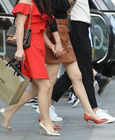 【珏一笑而过】红街拍偷拍丝袜美腿论坛裙玉足高跟 少妇-街拍丝袜第一站