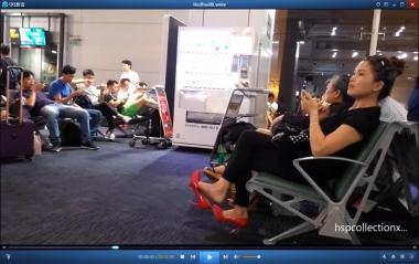 HSP视频  【HSP's video1080P】候机楼玩鞋的裸足  美 女 [03:21] 街拍第一站全网原创独发!