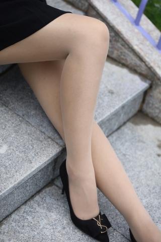 网上约拍丝袜 街拍美女—街拍肥美老女人52P