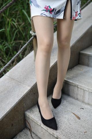 在晒脚的街拍肉丝熟妇公园遇到很主动被拍的街拍肉丝袜旗袍 少妇