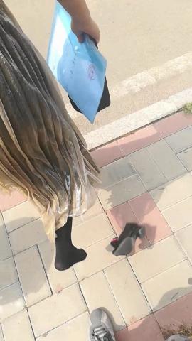 wangjunren视频  不小心把 黑 丝 小姐姐的 高跟鞋都踩飞了 街拍第一站全网原创独发!