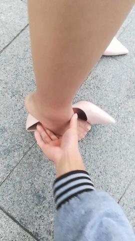 wangjunren视频  经典巨作!!!棕丝 小姐姐被趁机摸脚!! 街拍第一站全网原创独发!