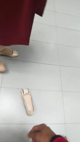wangjunren视频  商场踩掉  美 女 的小白鞋 街拍第一站全网原创独发!