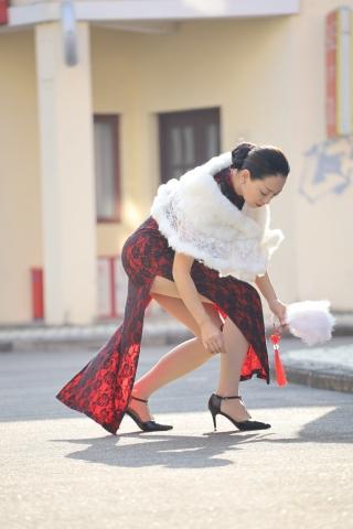风时装周 街拍 老爷子韵犹存的少妇旗袍 丝袜