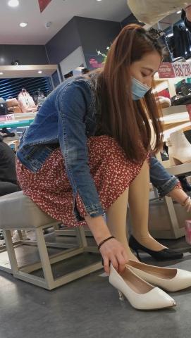 101264331视频  鞋店系列 美 女 肉  丝 袜  少 妇 选鞋试穿高清 视 频 2分10秒 街拍第一站全网原创独发!