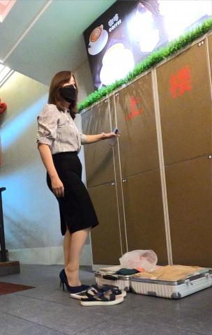 名门夜宴视频  领导出差让女秘穿 蕾丝肉色长筒袜1(162) 街拍第一站全网原创独发!