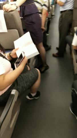 初见初心视频  跟拍高铁乘务员  丝 袜 不错! 街拍第一站全网原创独发!