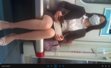 苏大熊视频  近距离拍摄跷二郎腿的细腿超薄肉 丝OL小姐姐(9分22秒) 街拍第一站全网原创独发!