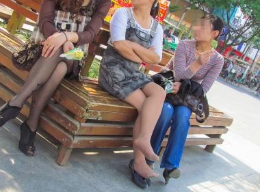VIP街拍图片发布  【jim2】牛仔裙长腿肉 丝美 女(17p) 街拍第一站全网原创独发!