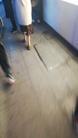 其它视频人流量超大不小心踩掉小姐姐的高跟鞋 - wangjunren视频- 街拍第一站