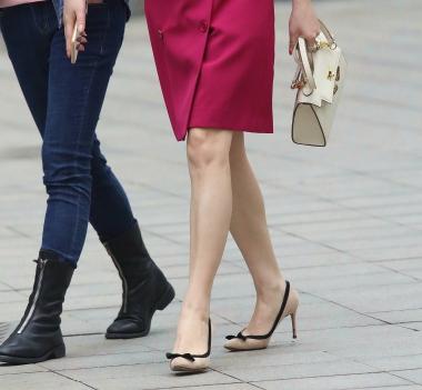 【珏一笑而过】红裙高跟少 妇 - VIP街拍图片发布- 街拍第一站