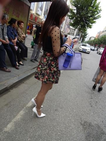 肉 丝站着等车——13P - 签约原创独发- 街拍第一站