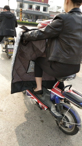 极品少 妇脱鞋的瞬间 - 街拍精品月赛- 街拍第一站