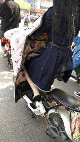 极品的丝 袜**少 妇 - 街拍精品月赛- 街拍第一站
