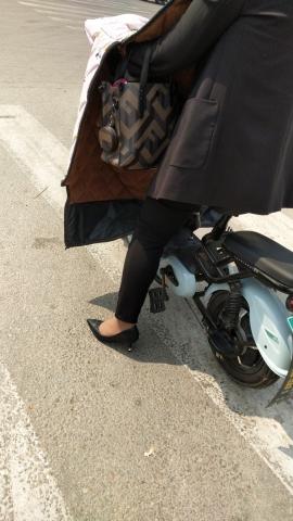 街拍精品月赛  咖啡色裤里丝少 妇不错 街拍第一站全网原创独发!