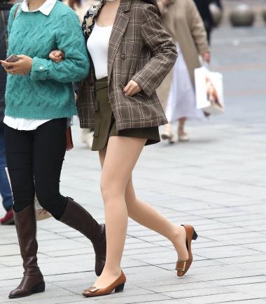 VIP街拍图片发布  【珏一笑而过】漂亮肉 丝短裙少 妇 街拍第一站全网原创独发!