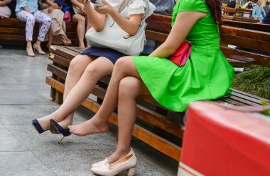 VIP街拍图片发布  【jim2】2位长腿肉 丝美 女(15p) 街拍第一站全网原创独发!