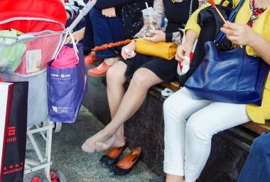 VIP街拍图片发布  【jim2】喝奶茶的灰丝美 女(16p) 街拍第一站全网原创独发!
