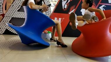 洗面奶视频  论挑鞋技巧还是少 妇来的精湛[04:36] 街拍第一站全网原创独发!
