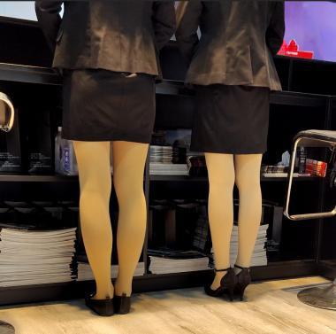 prada视频  4k近拍车站柜台礼仪两个肉 丝 街拍第一站全网原创独发!