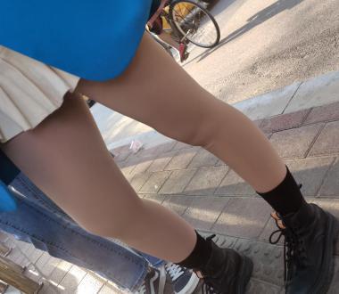 丝腿视频4k近拍极品短裙学妹肉 丝 - prada视频- 街拍第一站