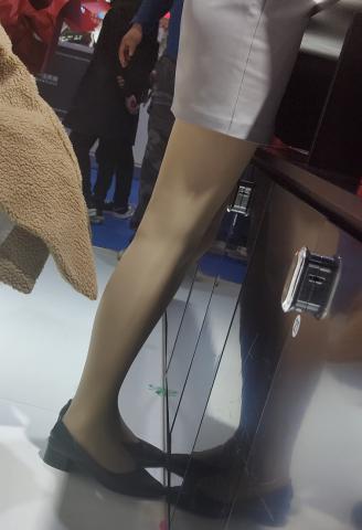 丝腿视频4k近拍极品车展肉 丝 - prada视频- 街拍第一站
