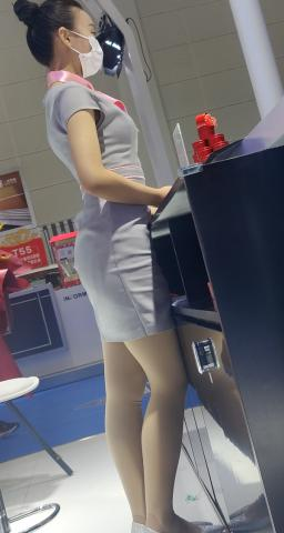 丝腿视频4k近拍极品银高肉 丝 - prada视频- 街拍第一站