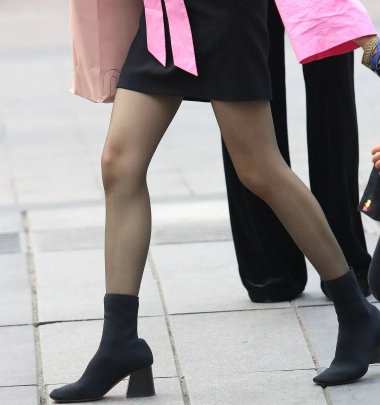 【珏一笑而过】黑 丝短裙少 妇 - VIP街拍图片发布- 街拍第一站