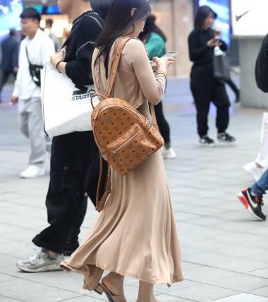 【珏一笑而过】**漂亮少 妇 - VIP街拍图片发布- 街拍第一站
