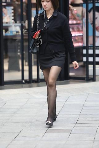 【珏一笑而过】诱惑黑 丝短裙少 妇 - VIP街拍图片发布- 街拍第一站