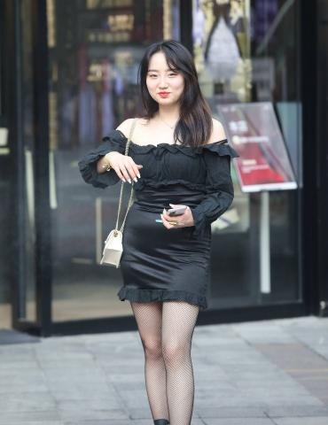 【珏一笑而过】网纹黑 丝妹子 - VIP街拍图片发布- 街拍第一站