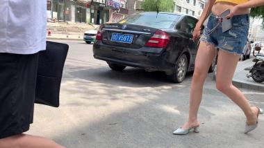 紧身视频大长腿高跟美 女露脐装**无比 - 视频金币超市- 街拍第一站