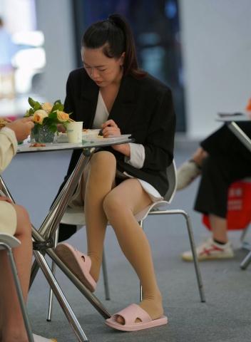 丝 袜拖鞋 - VIP街拍图片发布- 街拍第一站