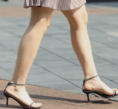 【珏一笑而过】**漂亮露肩裙少 妇 - VIP街拍图片发布- 街拍第一站