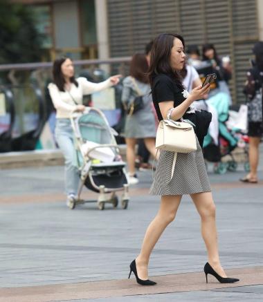 【珏一笑而过】诱惑肉 丝高跟少 妇 - VIP街拍图片发布- 街拍第一站