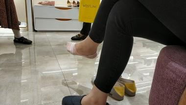 洗面奶视频  船袜美 女的鞋子很普通脚超级嫩[01:48] 街拍第一站全网原创独发!
