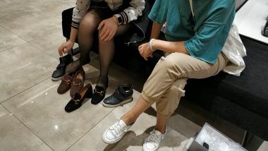 洗面奶视频  潮鞋船袜套黑 丝美 女试鞋[02:00] 街拍第一站全网原创独发!