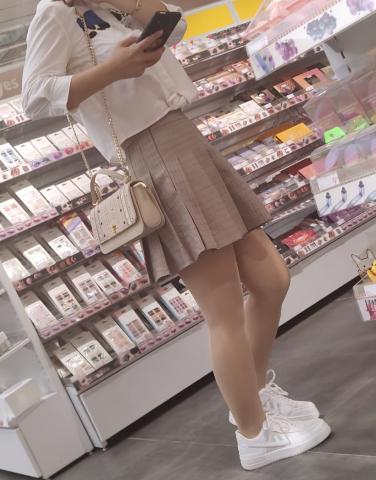 prada视频  短裙肉 丝板鞋 街拍第一站全网原创独发!