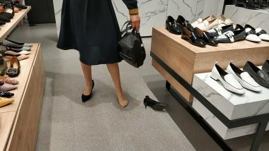 洗面奶视频  足底味道痕迹很**的肉 丝职业装美 女试鞋[02:31] 街拍第一站全网原创独发!