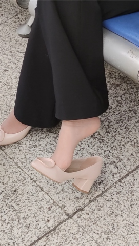 醉爱孤独视频  【醉爱作品】肉 丝高跟MM挑鞋 街拍第一站全网原创独发!