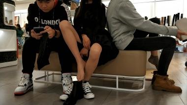 洗面奶视频  黑裙帆布鞋肉 丝美 女试鞋[01:45] 街拍第一站全网原创独发!