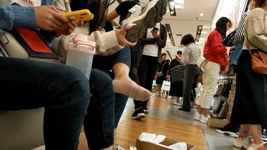 洗面奶视频  一对棉袜闺蜜美 女试鞋[03:03] 街拍第一站全网原创独发!