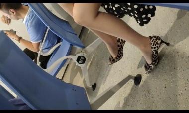 爱在provence视频  肉 丝6分钟 街拍第一站全网原创独发!
