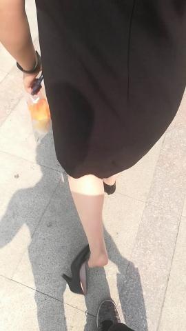 wangjunren视频  不小心把**小姐姐的高跟鞋踩掉了 街拍第一站全网原创独发!
