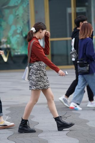 【马丁哥】这个花纹的裙子挺好 - VIP街拍图片发布- 街拍第一站