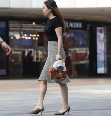 【珏一笑而过】玉足高跟轻熟-18P - VIP街拍图片发布- 街拍第一站