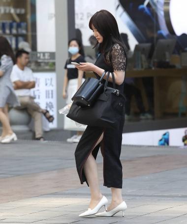 【珏一笑而过】气质黑色开叉裙少 妇 - VIP街拍图片发布- 街拍第一站
