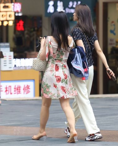 【珏一笑而过】漂亮花裙少 妇 - VIP街拍图片发布- 街拍第一站