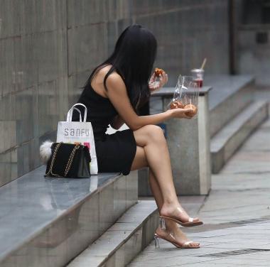 【珏一笑而过】极品黑裙少 妇 - VIP街拍图片发布- 街拍第一站