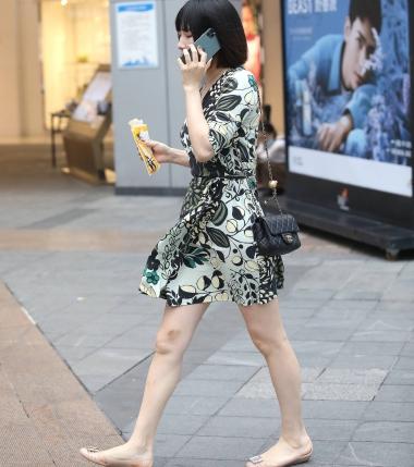 【珏一笑而过】短发花裙少 妇 - VIP街拍图片发布- 街拍第一站